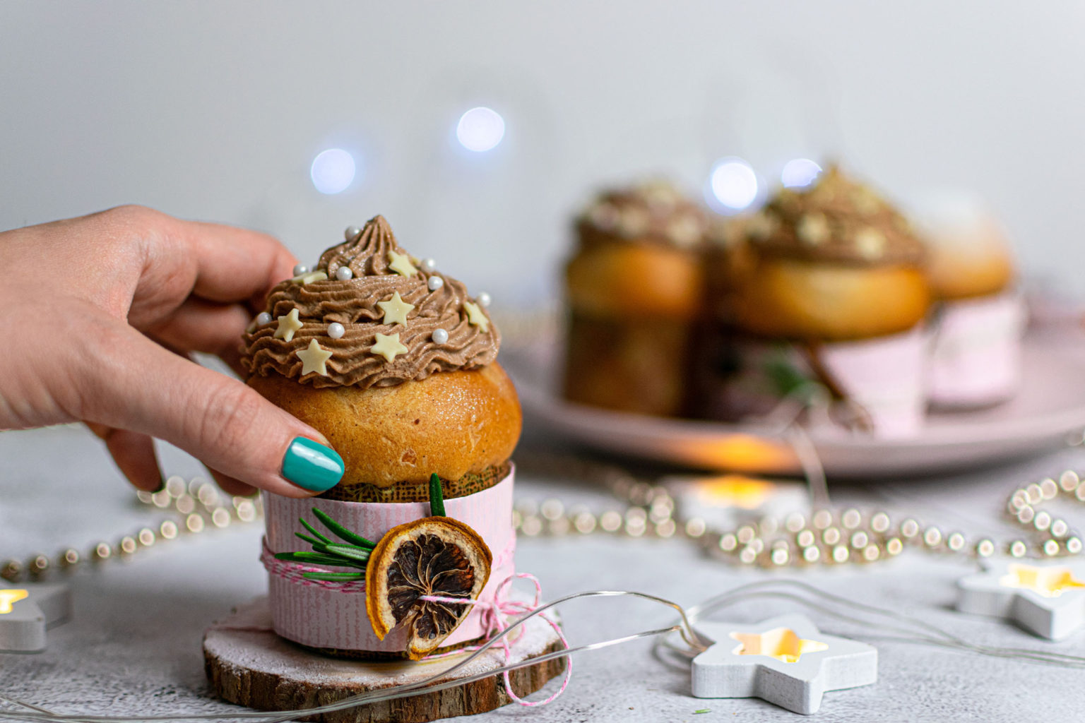 Chocolate panettone mini with Baileys frosting