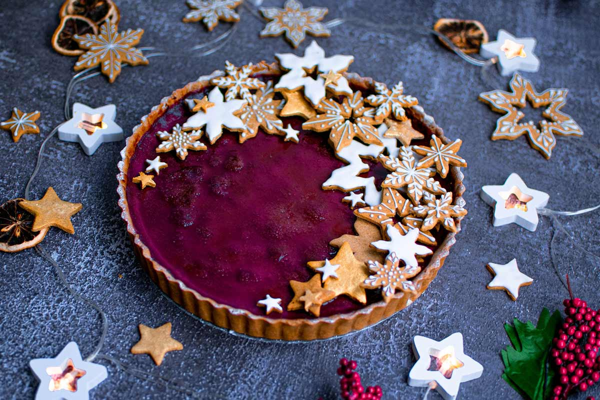 Creme brulee tart with mulled wine