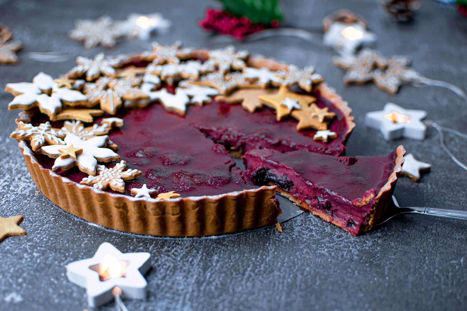 Creme brulee tart with mulled wine with cut slice