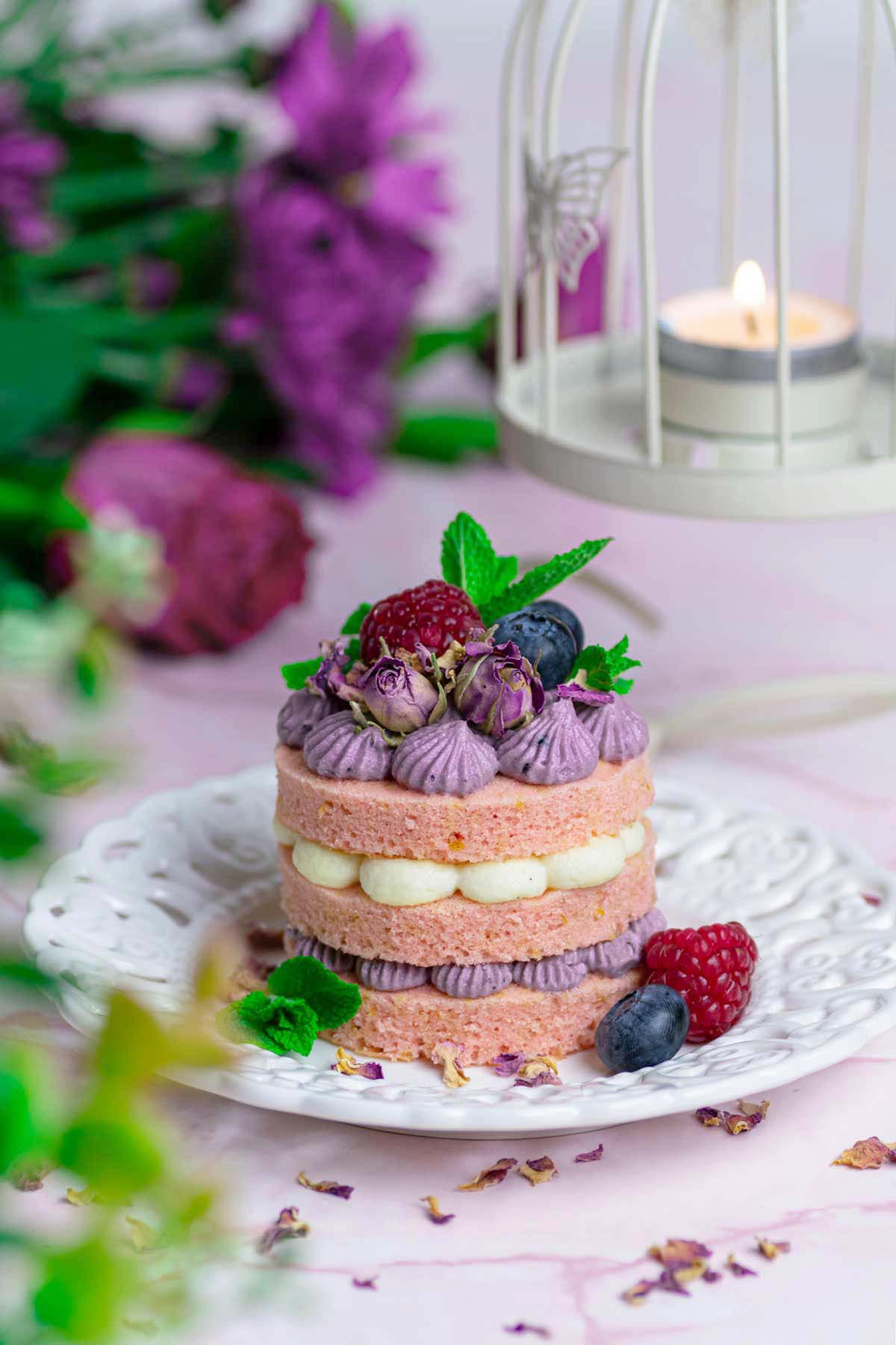 Mini cake with blueberries decorated with fresh fruit